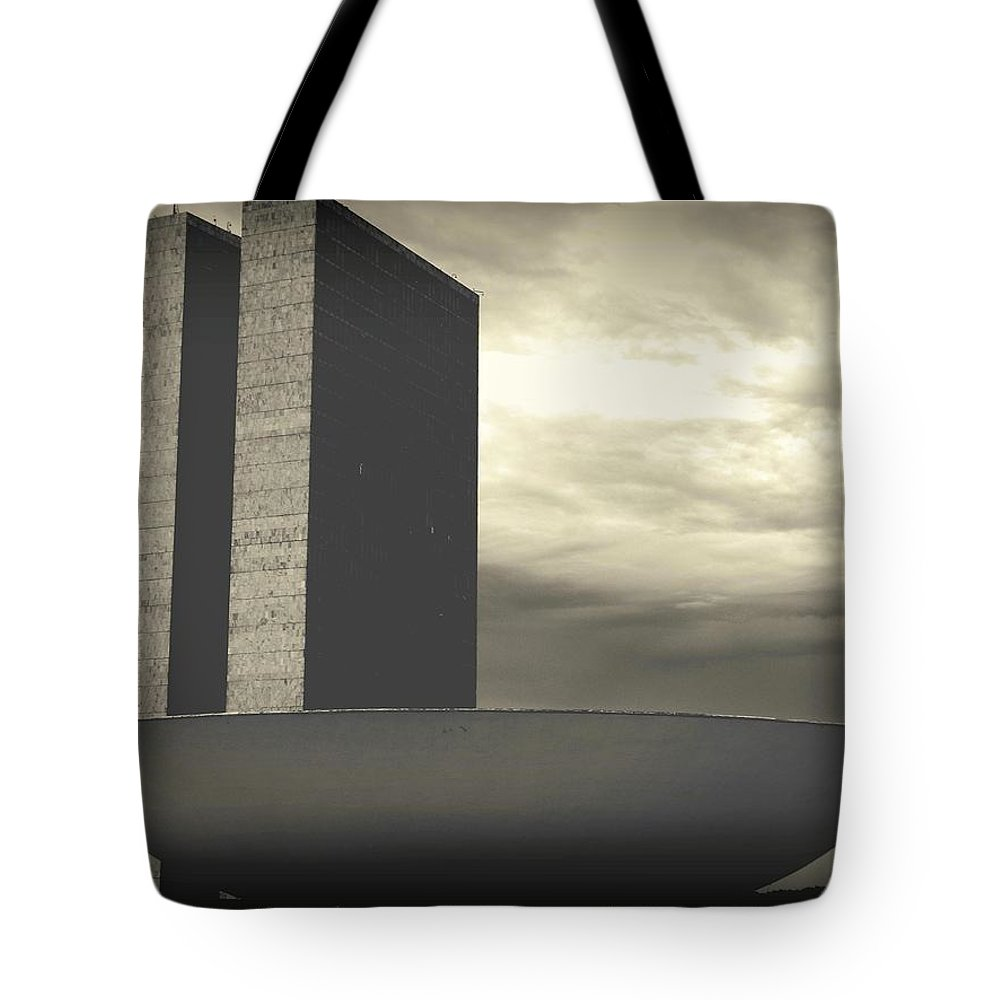 Brasilia Tote Bag featuring the photograph Niemayer by Beto Machado