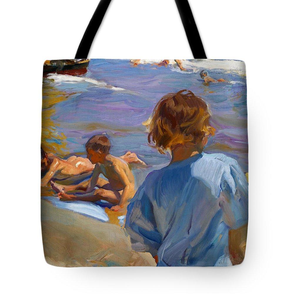Joaquin Sorolla Y Bastida Tote Bag featuring the painting Ninos En La Playa. Valencia by Joaquin Sorolla y Bastida