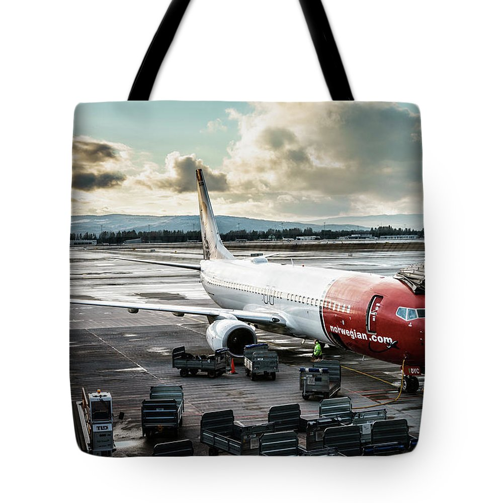 Norwegian Tote Bag featuring the photograph Norwegian Jet by Christoffer Karlsson
