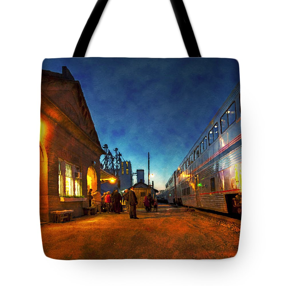 Railway Train Tote Bag featuring the photograph Northbound Empire Builder by Rod Melotte
