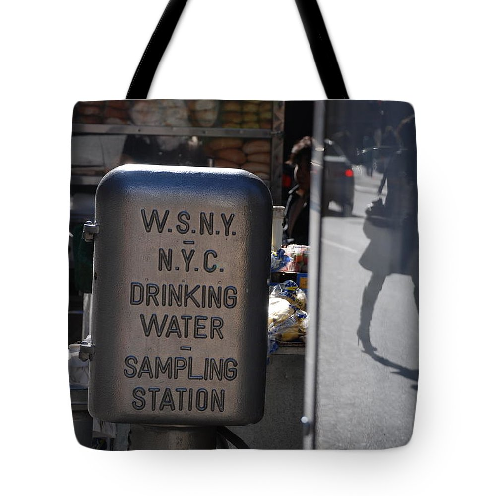 Street Scene Tote Bag featuring the photograph Nyc Drinking Water by Rob Hans