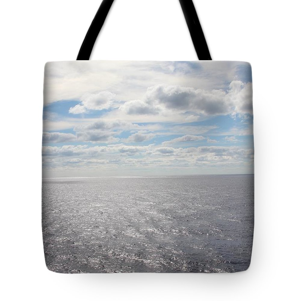 Ocean Breeze Tote Bag featuring the photograph Ocean Breeze by Robert Smith
