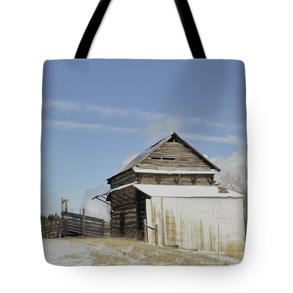 Cattle Chute Tote Bag featuring the photograph Oh Chute by Glenda Ward