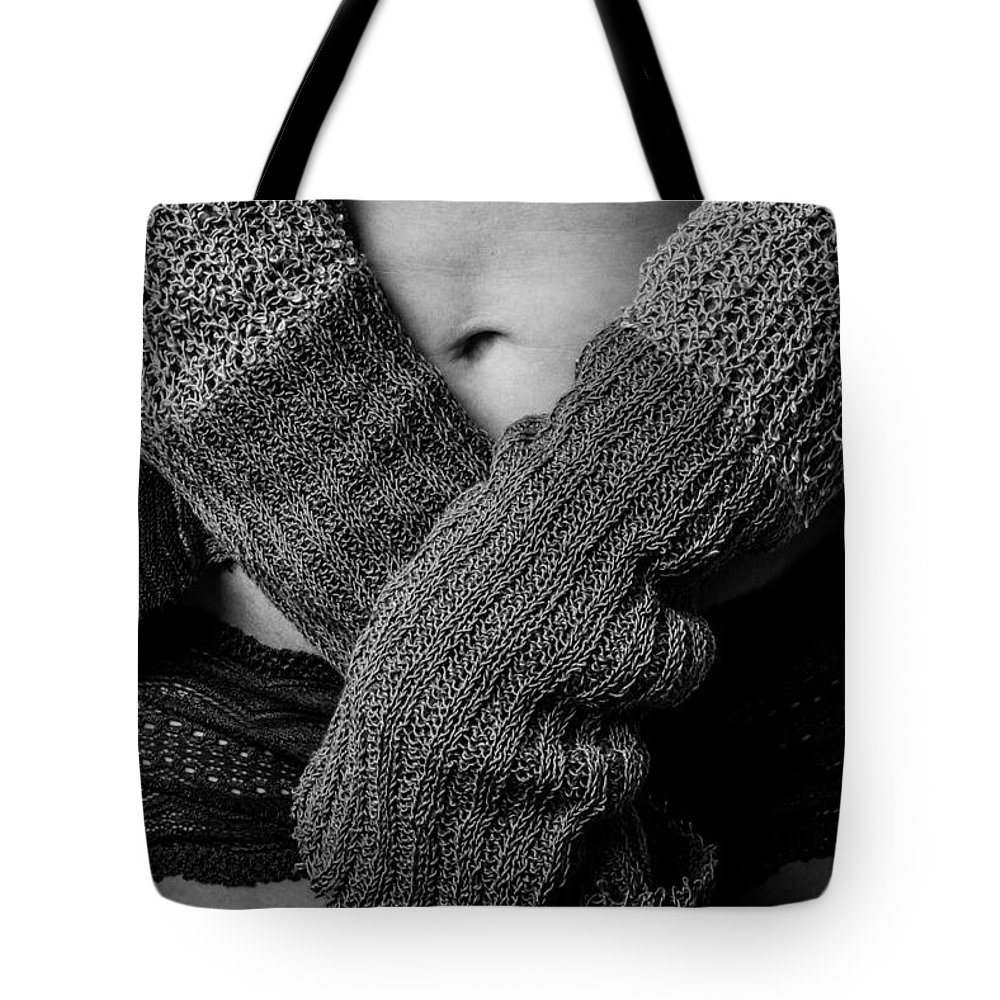 Blk And Wht Tote Bag featuring the photograph Okay by Jae Feinberg