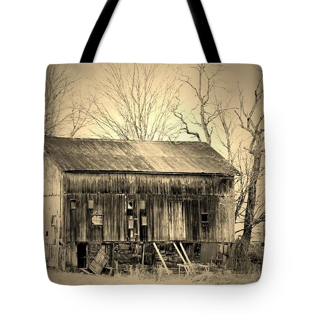 Barn Tote Bag featuring the photograph Old Barn-1 by R A W M