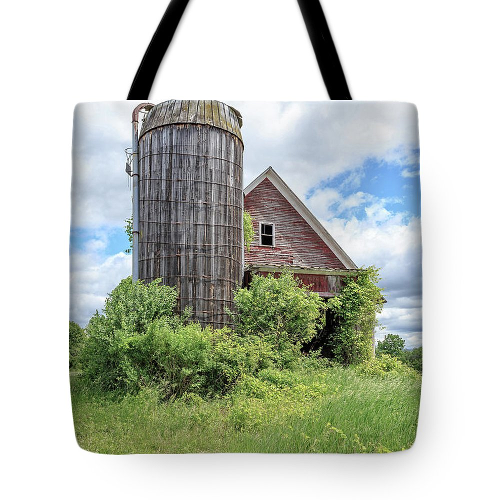 Ely Tote Bag featuring the photograph Old Historic Barn In Vermont by Edward Fielding