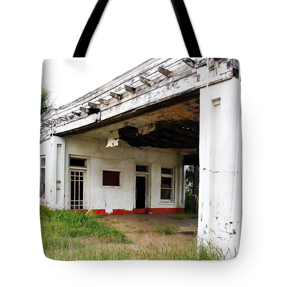 Peeling Paint Tote Bag featuring the photograph Old Texas Gas Station by Marilyn Hunt