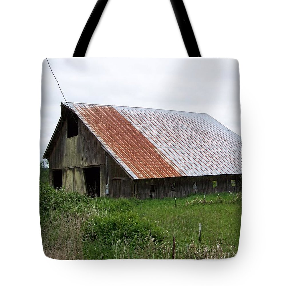 Barn Tote Bag featuring the photograph Old Tin Roof Barn Washington State by Laurie Kidd