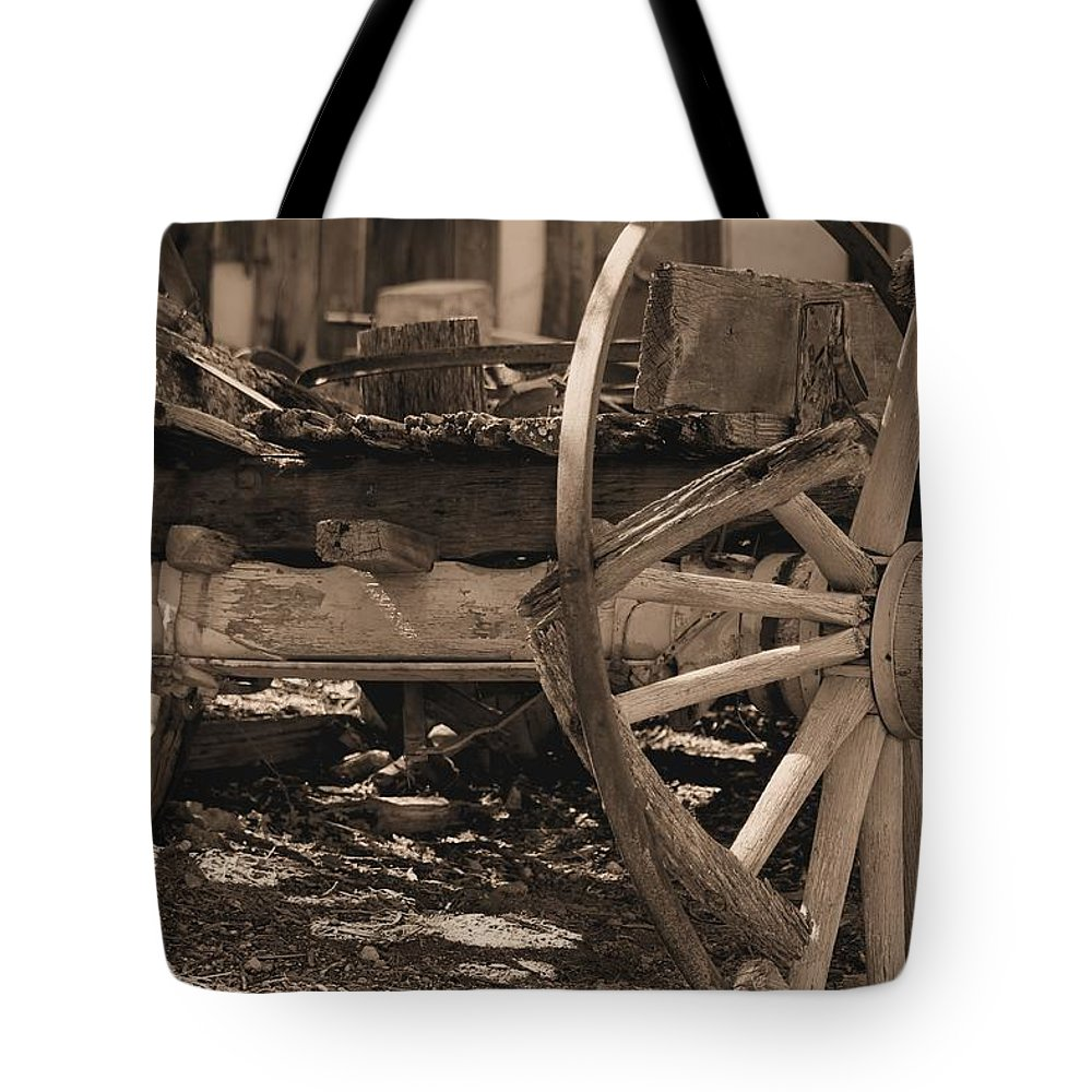 Wagons Tote Bag featuring the photograph Old Western Wagon # 4 by G Berry