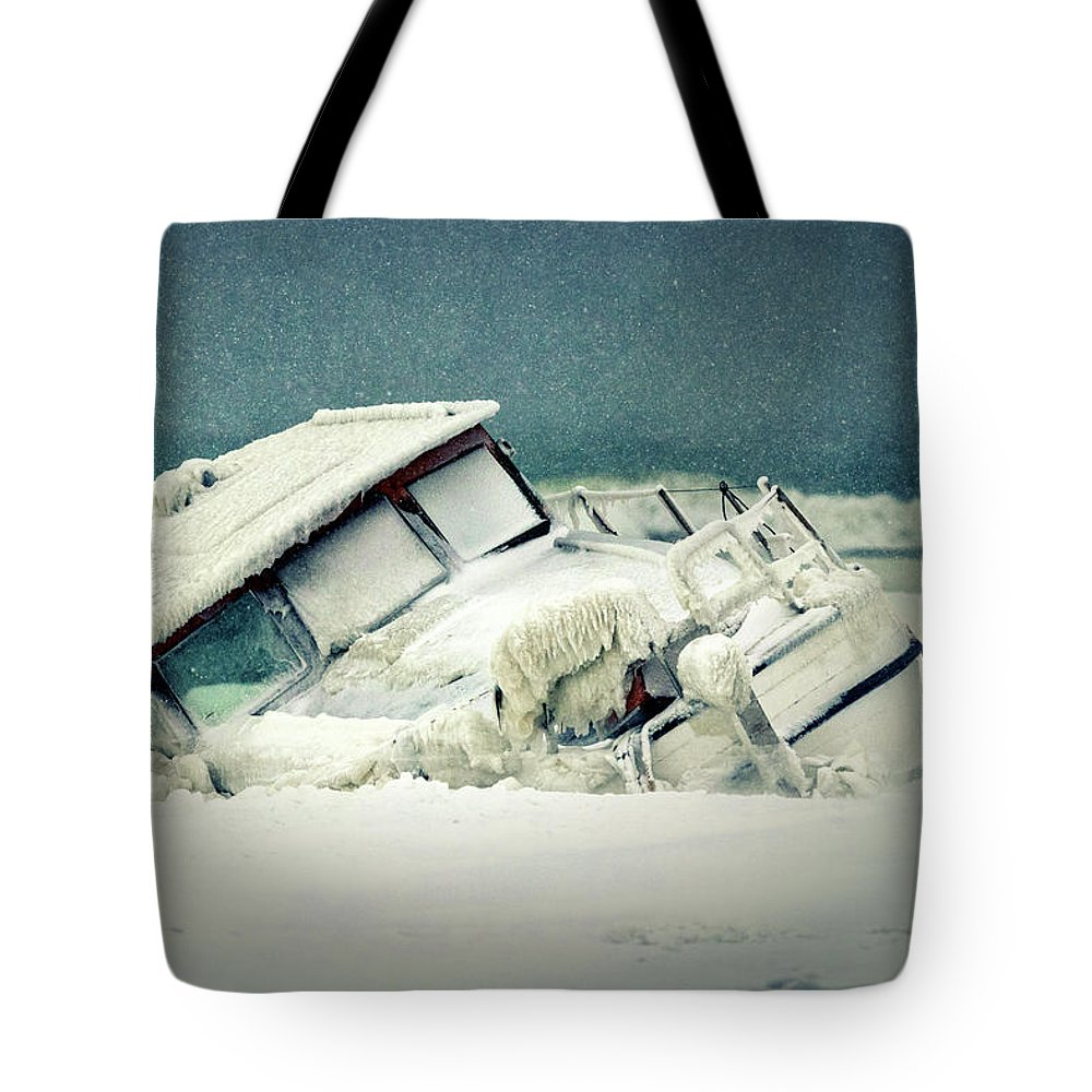 Wreck Tote Bag featuring the photograph Old Wreck by Mike Santis