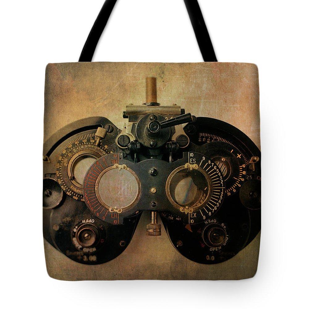 Diagnose Photographs Tote Bags