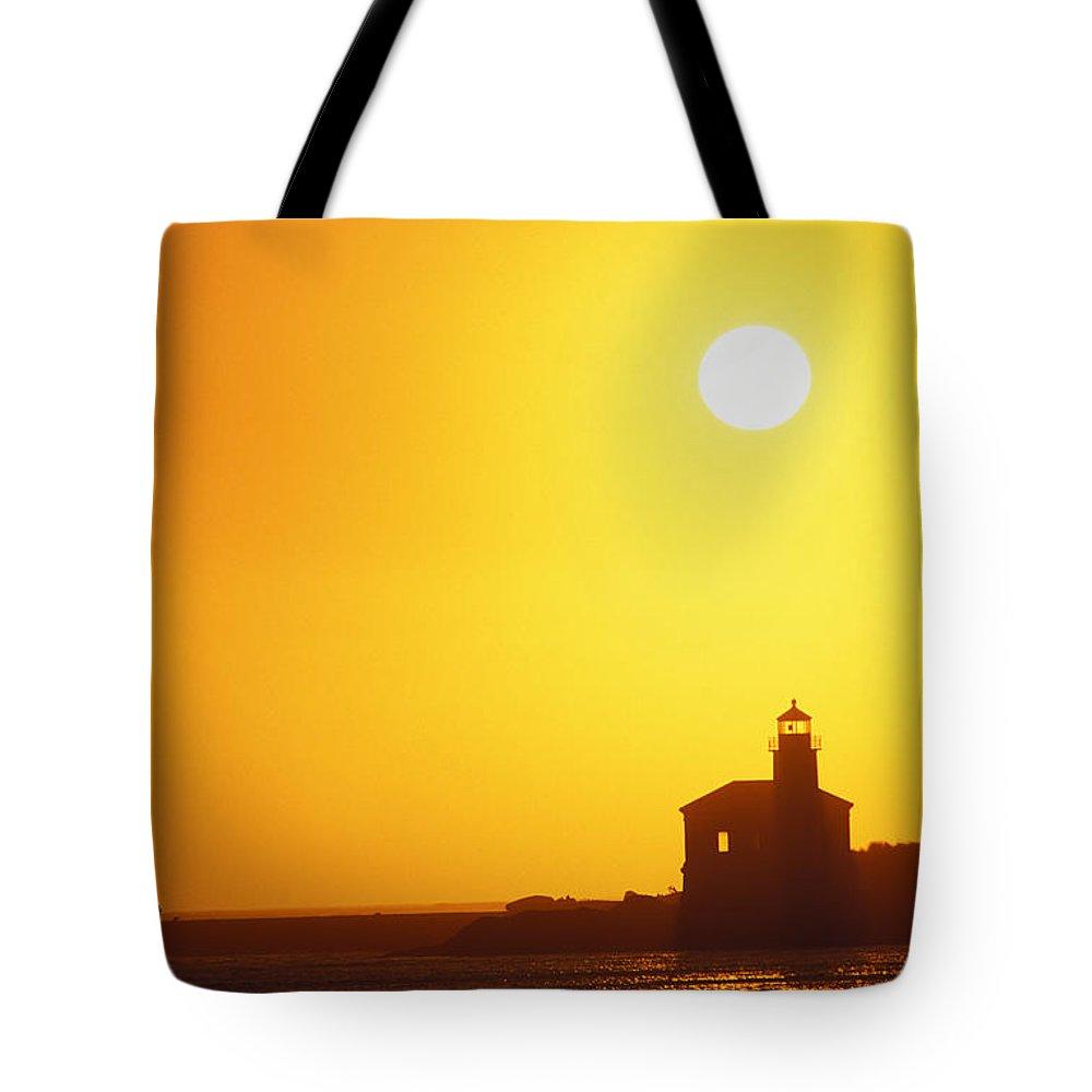 Bandon Tote Bag featuring the photograph Oregon, Bandon by Greg Vaughn - Printscapes