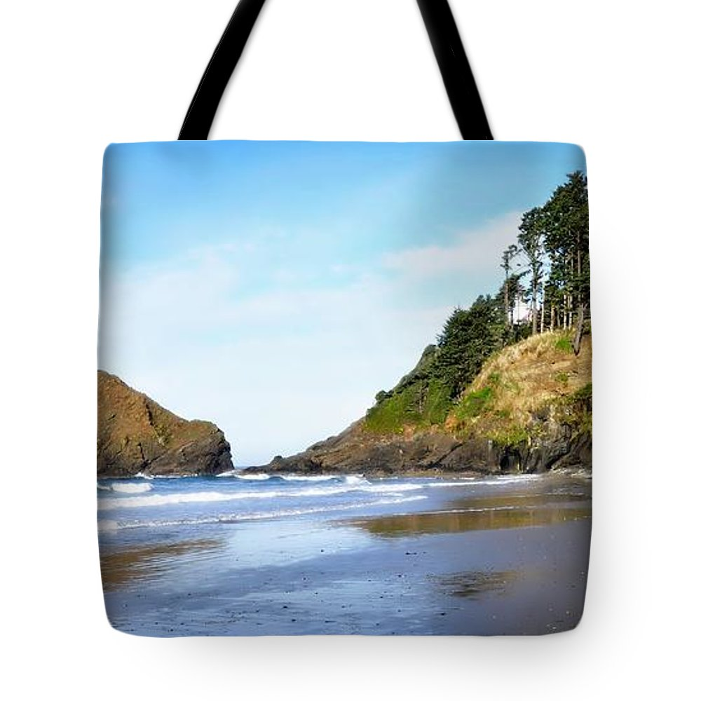 Oregon Tote Bag featuring the photograph Oregon - Beach Life by Image Takers Photography LLC - Laura Morgan