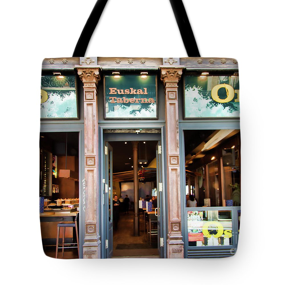 Light Tote Bag featuring the photograph Orio La Rambia Beer Drinks by Chuck Kuhn