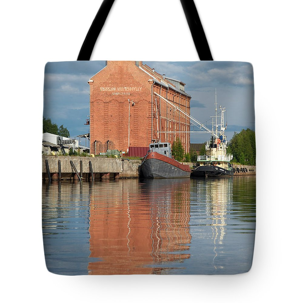Oulu Tote Bag featuring the photograph Oulu From The Sea 3 by Jouko Lehto