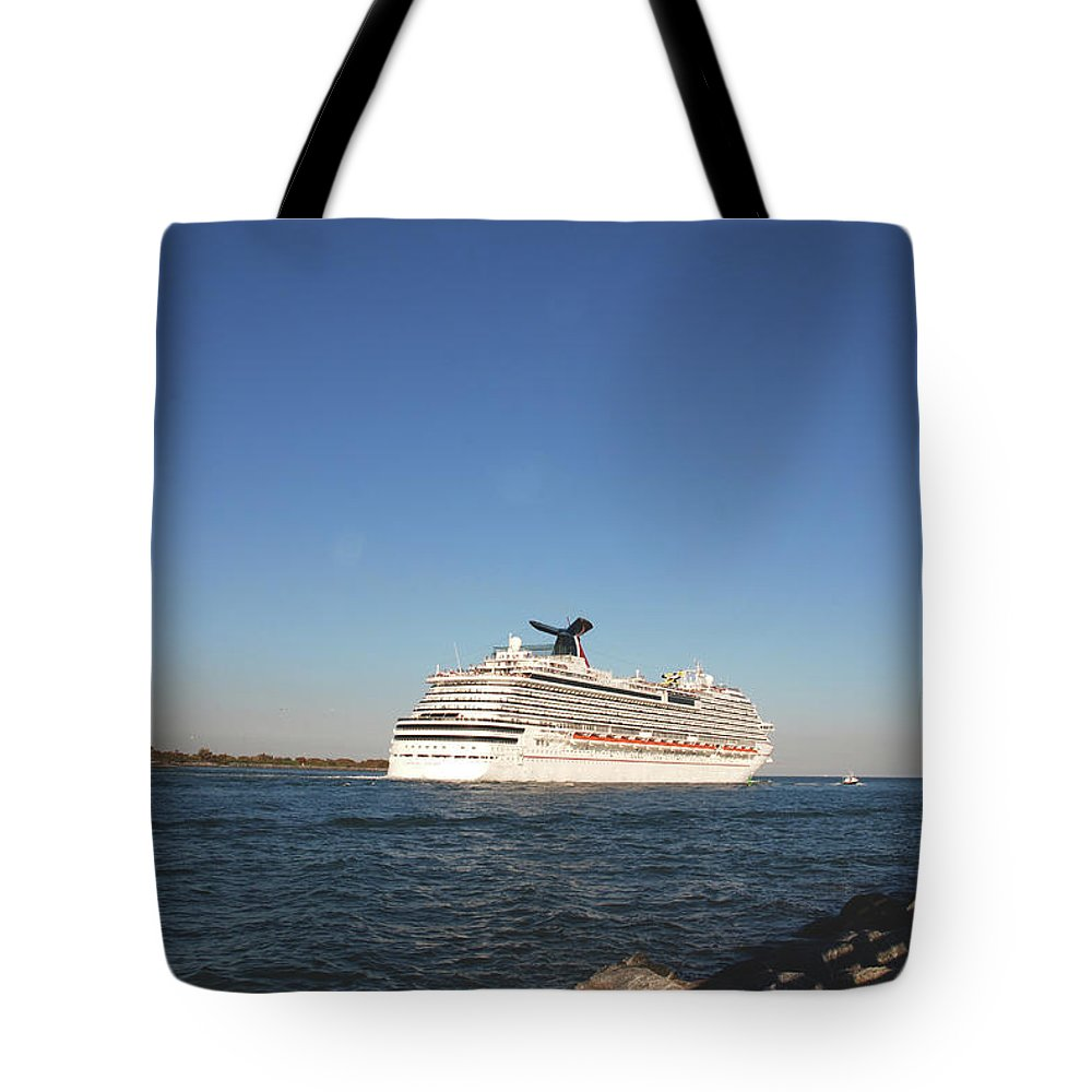 Heading South Tote Bag featuring the photograph Out To The Ocean by Susanne Van Hulst