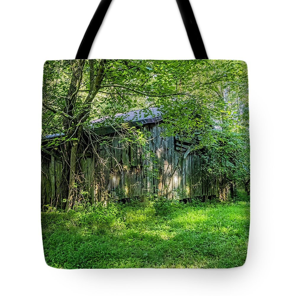 Overgrown Barn Tote Bag featuring the photograph Overgrown Barn 2567t by Doug Berry