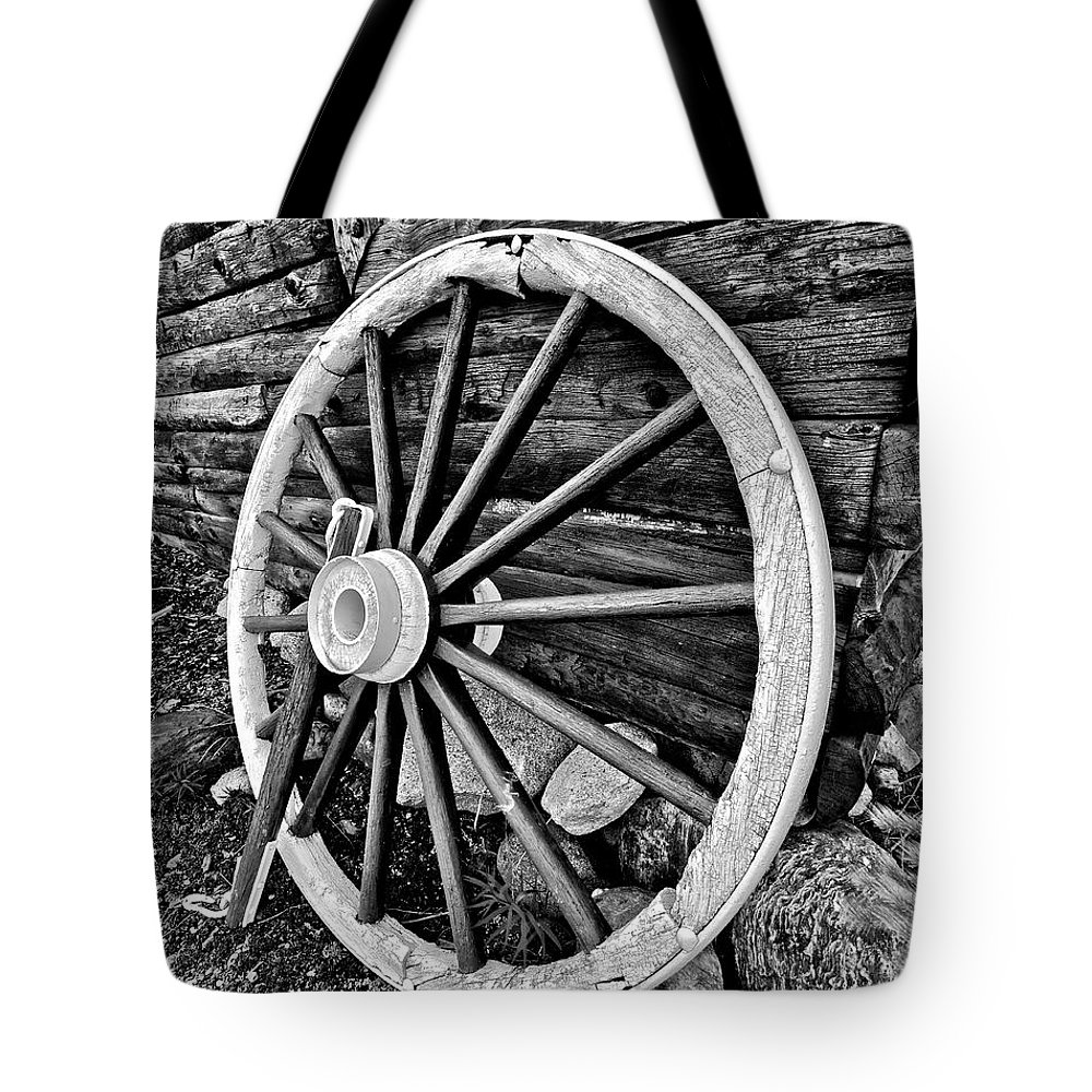 Cabin Tote Bag featuring the photograph Painted Wagon by Ed Boudreau