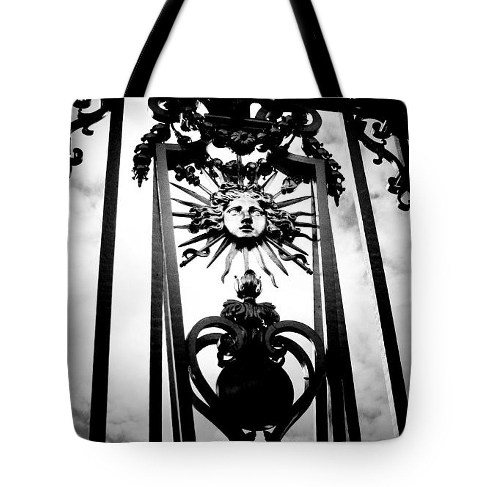 London Tote Bag featuring the photograph Palace Gate by Amanda Barcon