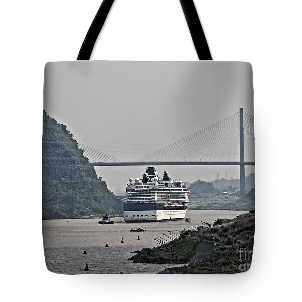 Boat Tote Bag featuring the photograph Panama059 by Howard Stapleton