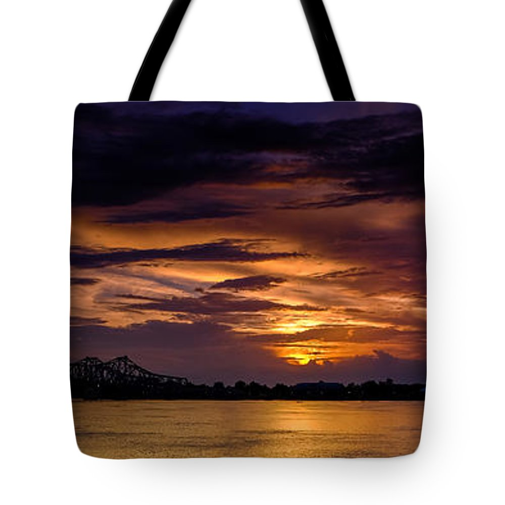 Mississippi Tote Bag featuring the photograph Panoramic Sunset At Natchez by T Lowry Wilson