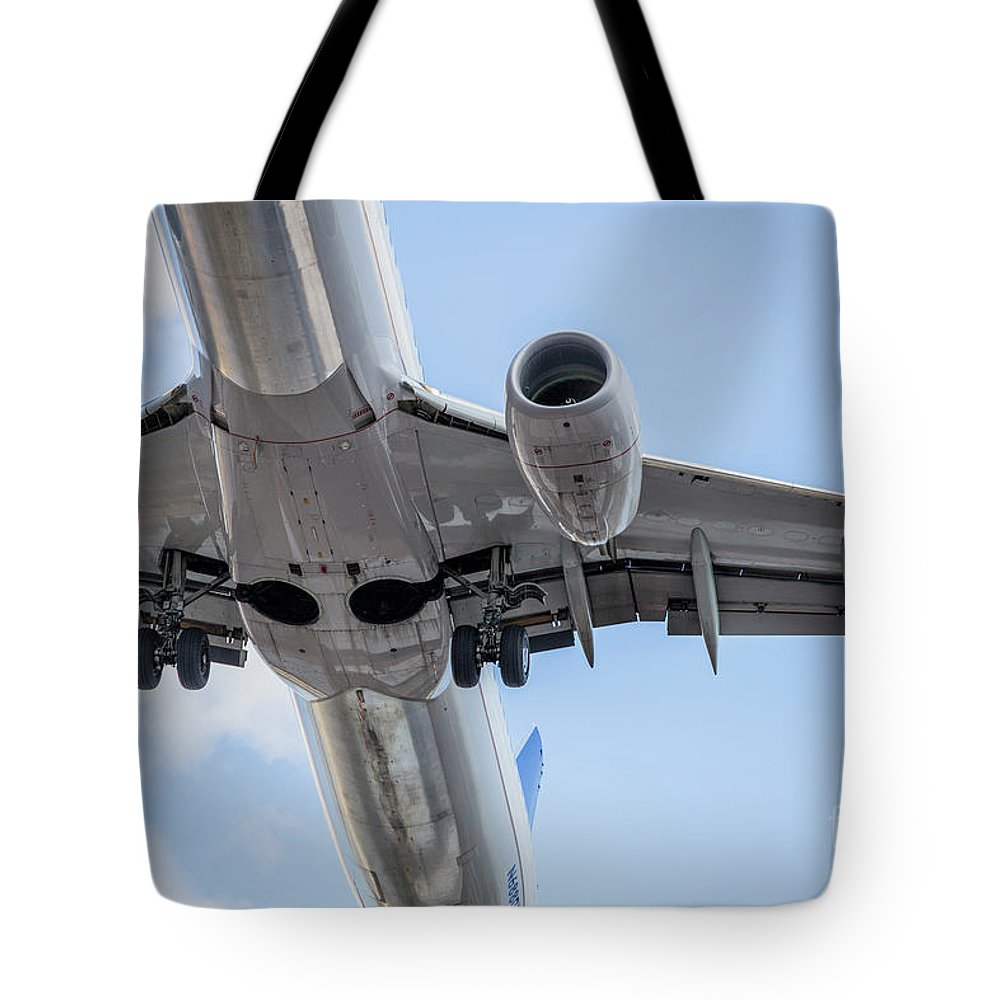 Commercial Tote Bag featuring the photograph Passenger Jet Coming In For Landing 7 by PhotoStock-Israel