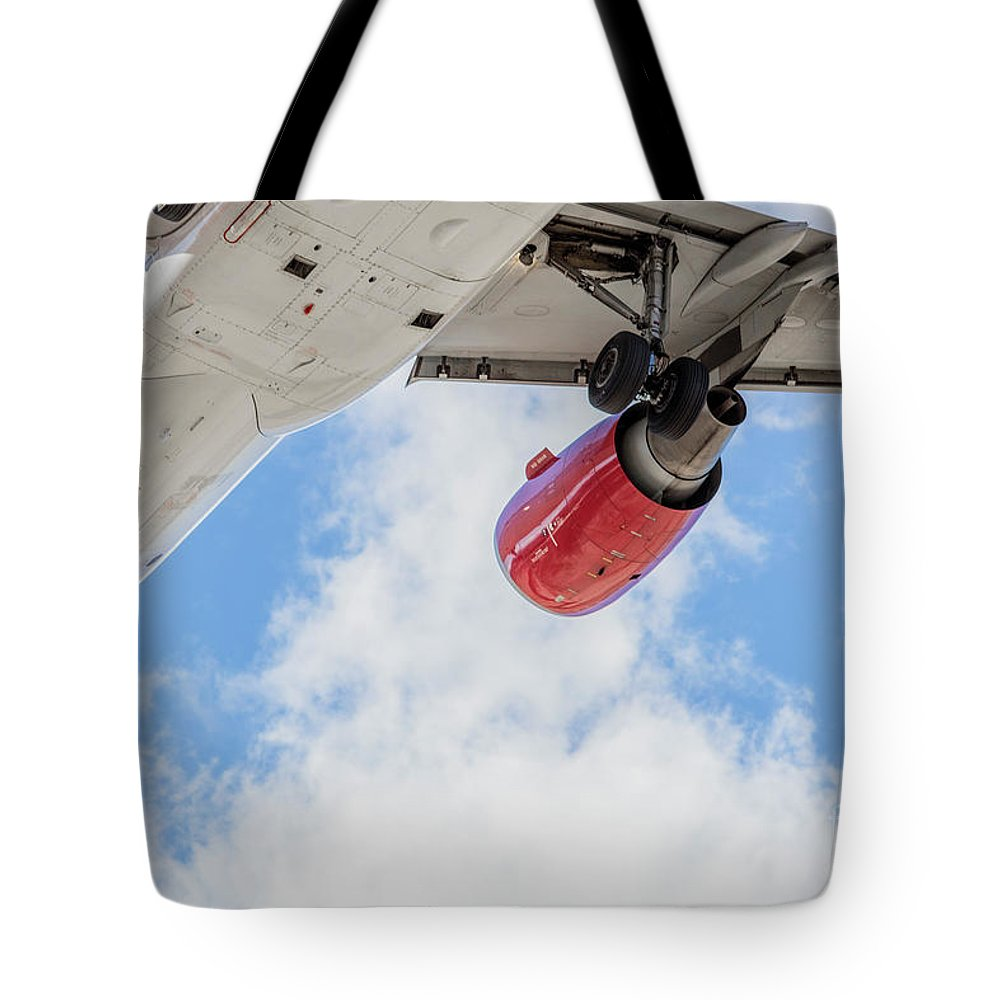 Commercial Tote Bag featuring the photograph Passenger Jet Coming In For Landing 9 by PhotoStock-Israel