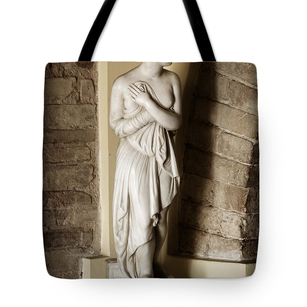 Statue Tote Bag featuring the photograph Peering Woman by Marilyn Hunt