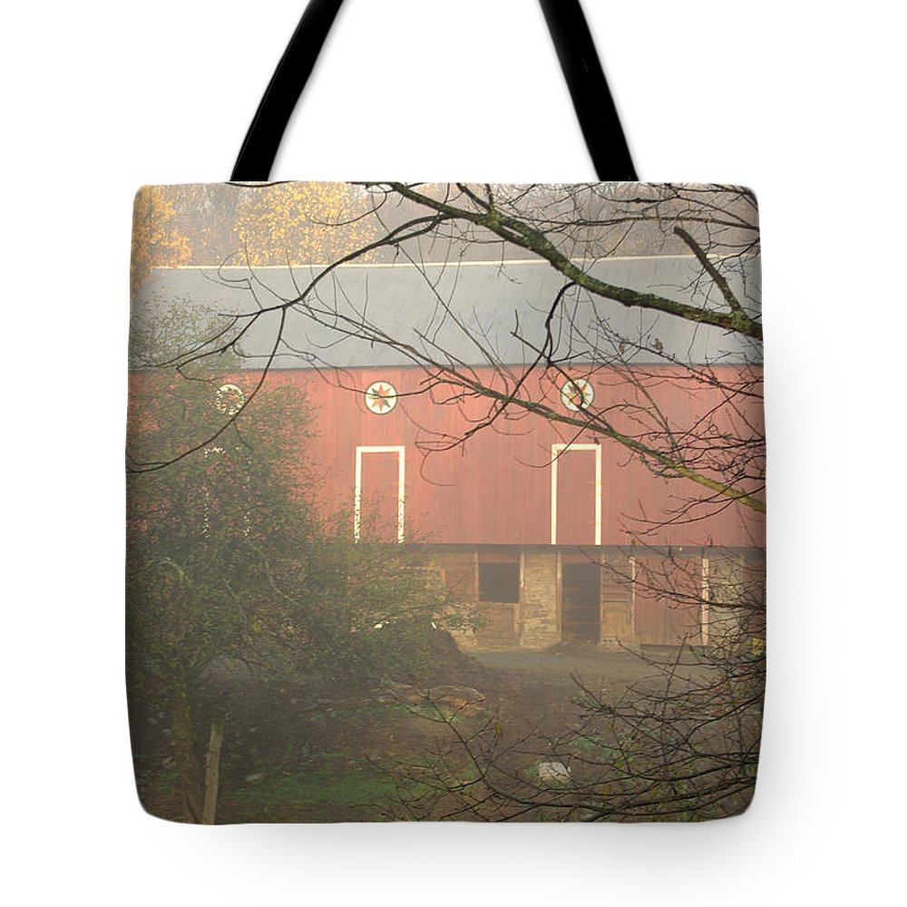 Pennsylvania Dutch Tote Bag featuring the photograph Pennsylvania German Barn In The Mist by Jay Ressler