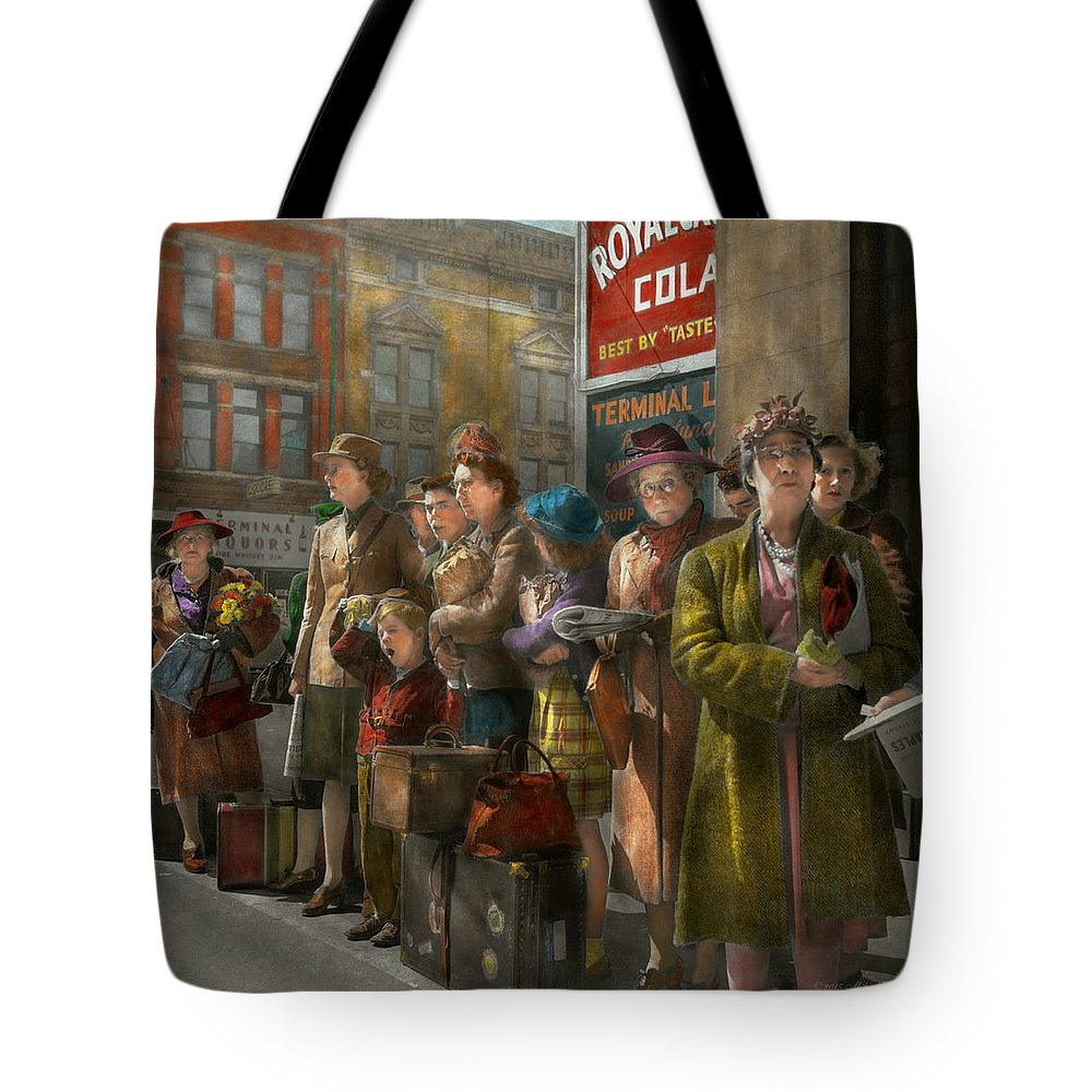 Indianapolis In Tote Bag featuring the photograph People - People Waiting For The Bus - 1943 by Mike Savad
