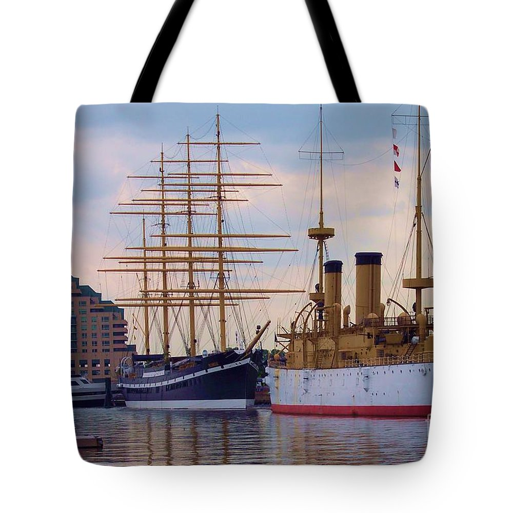 Philadelphia Tote Bag featuring the photograph Philadelphia Waterfront Olympia by Debbi Granruth