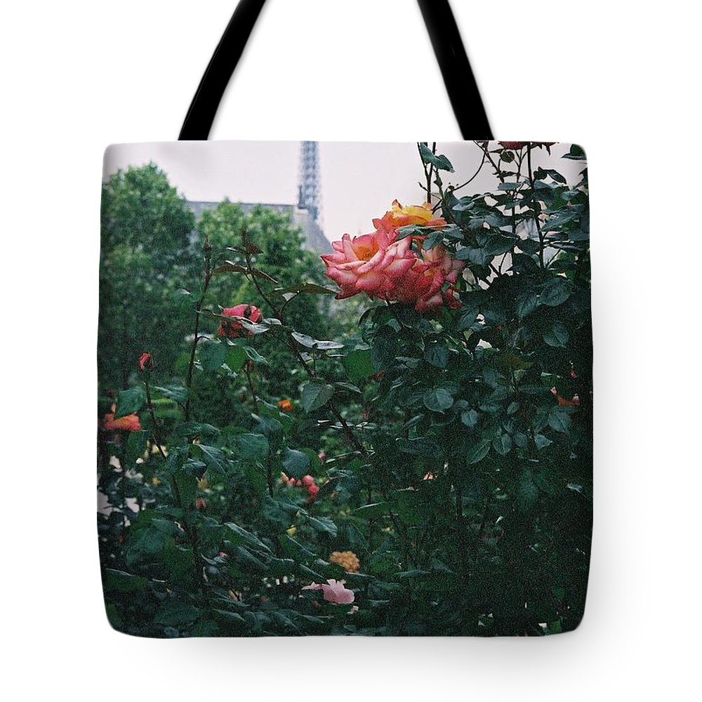 Roses Tote Bag featuring the photograph Pink Roses And The Eiffel Tower by Nadine Rippelmeyer