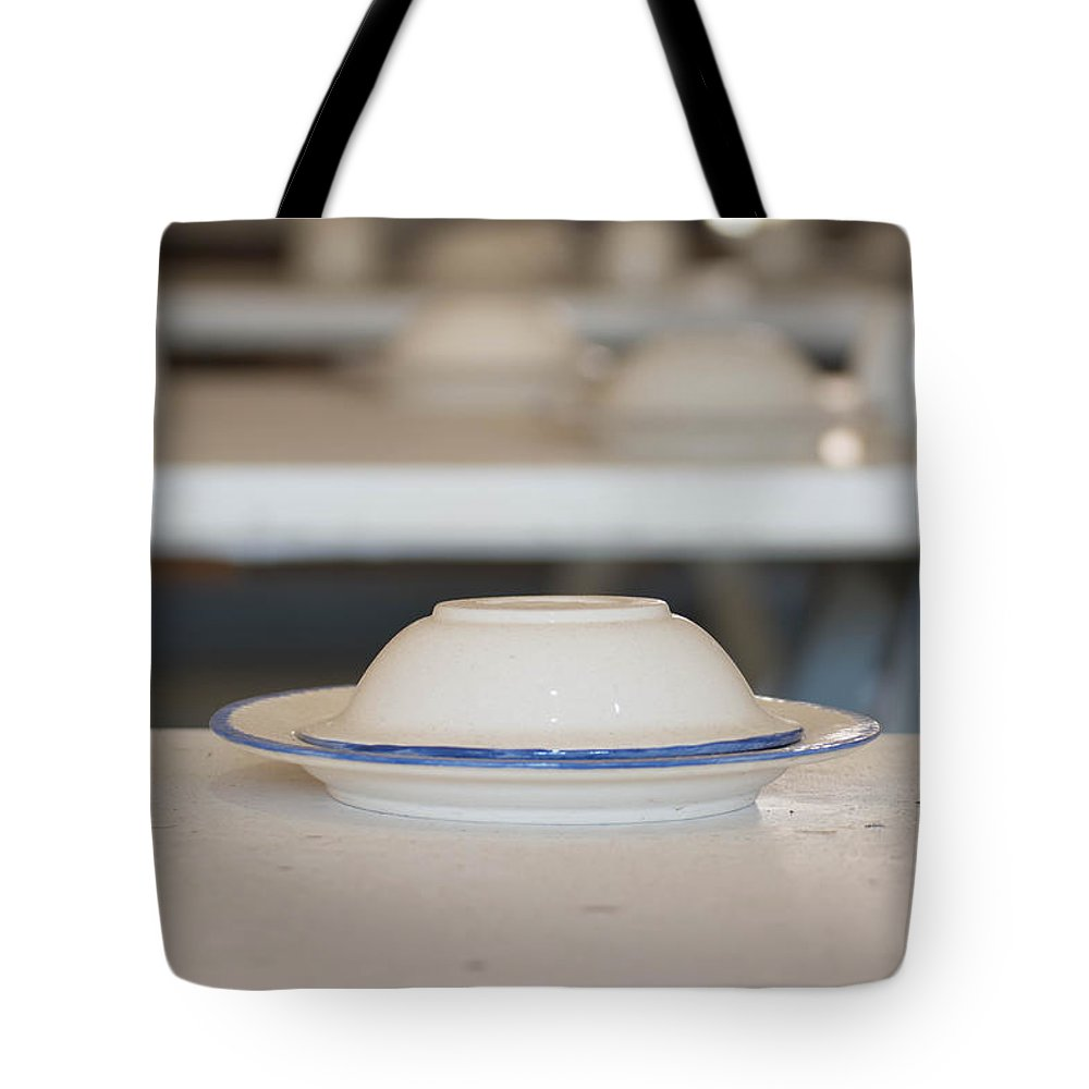 Plate Tote Bag featuring the photograph Plate by Lynn Phelps