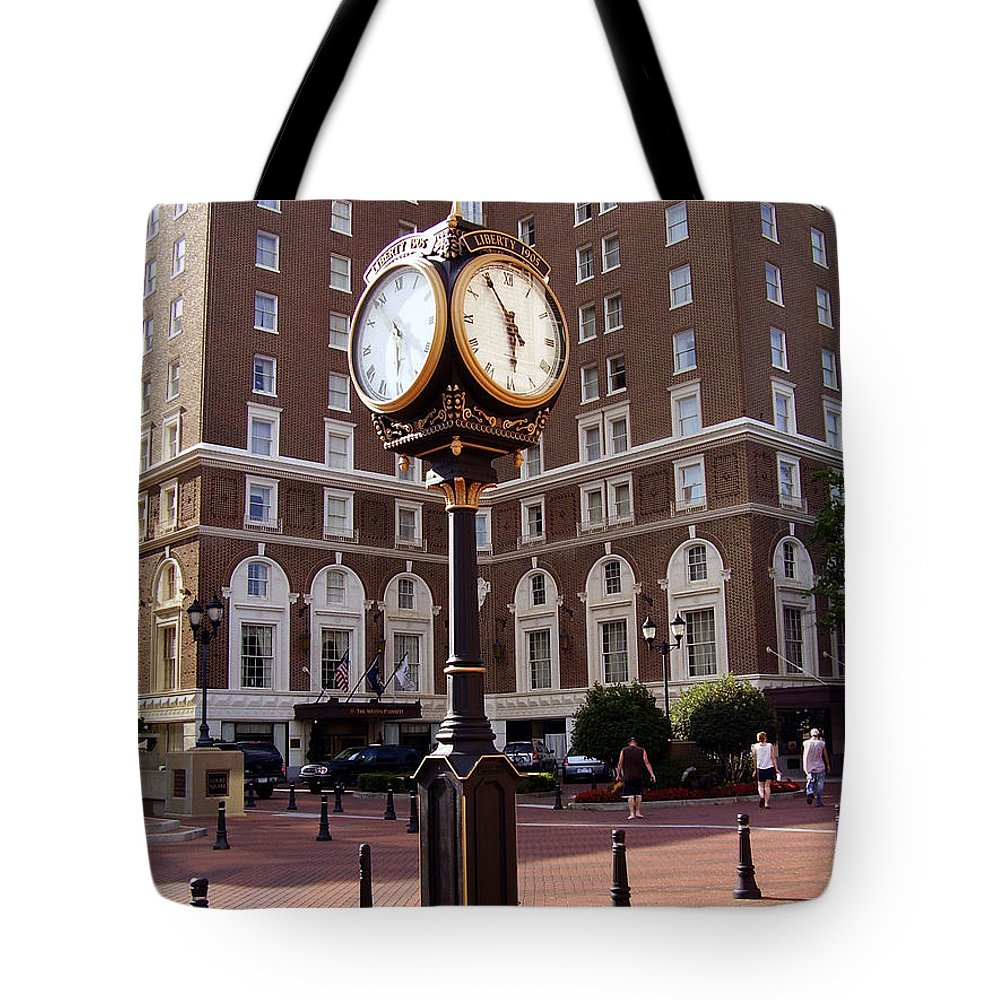 Poinsett Hotel Tote Bag featuring the photograph Poinsett Hotel Greeenville Sc by Flavia Westerwelle