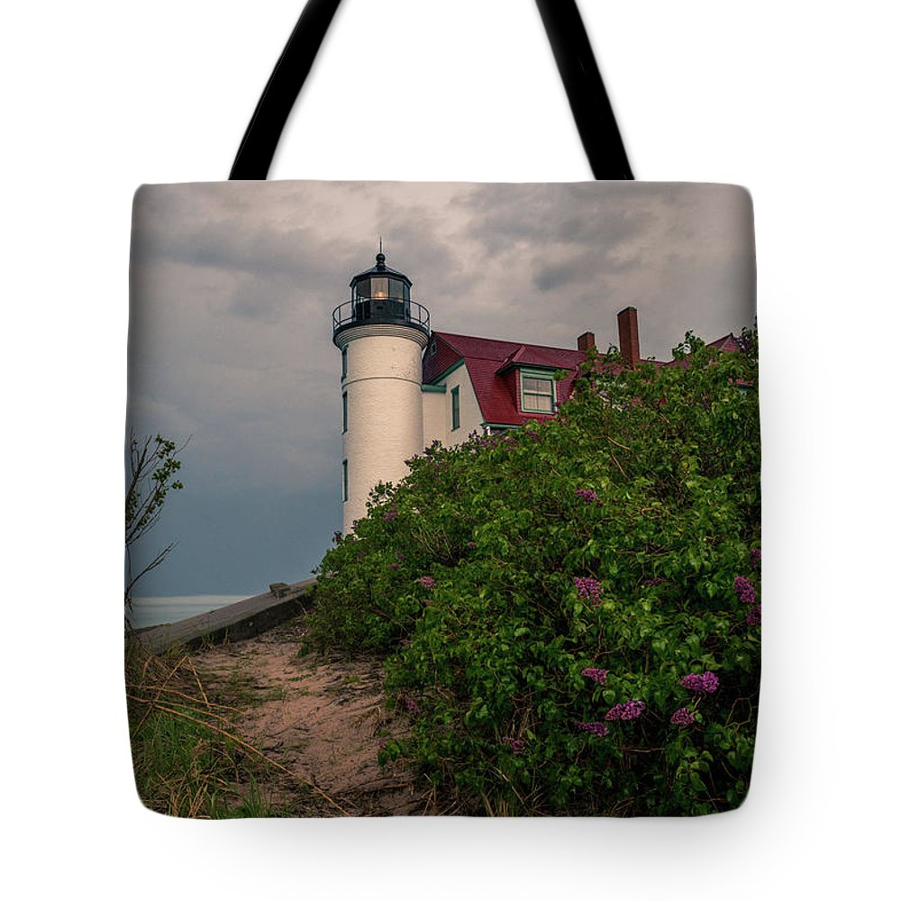 Point Betsie Lighthouse Tote Bag featuring the photograph Point Betsie Lighthouse by Dan Sproul