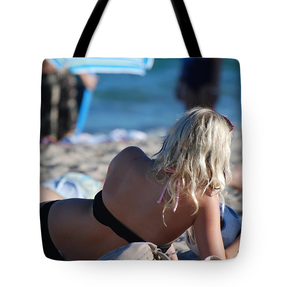 Cards Tote Bag featuring the photograph Poker At The Beach by Rob Hans