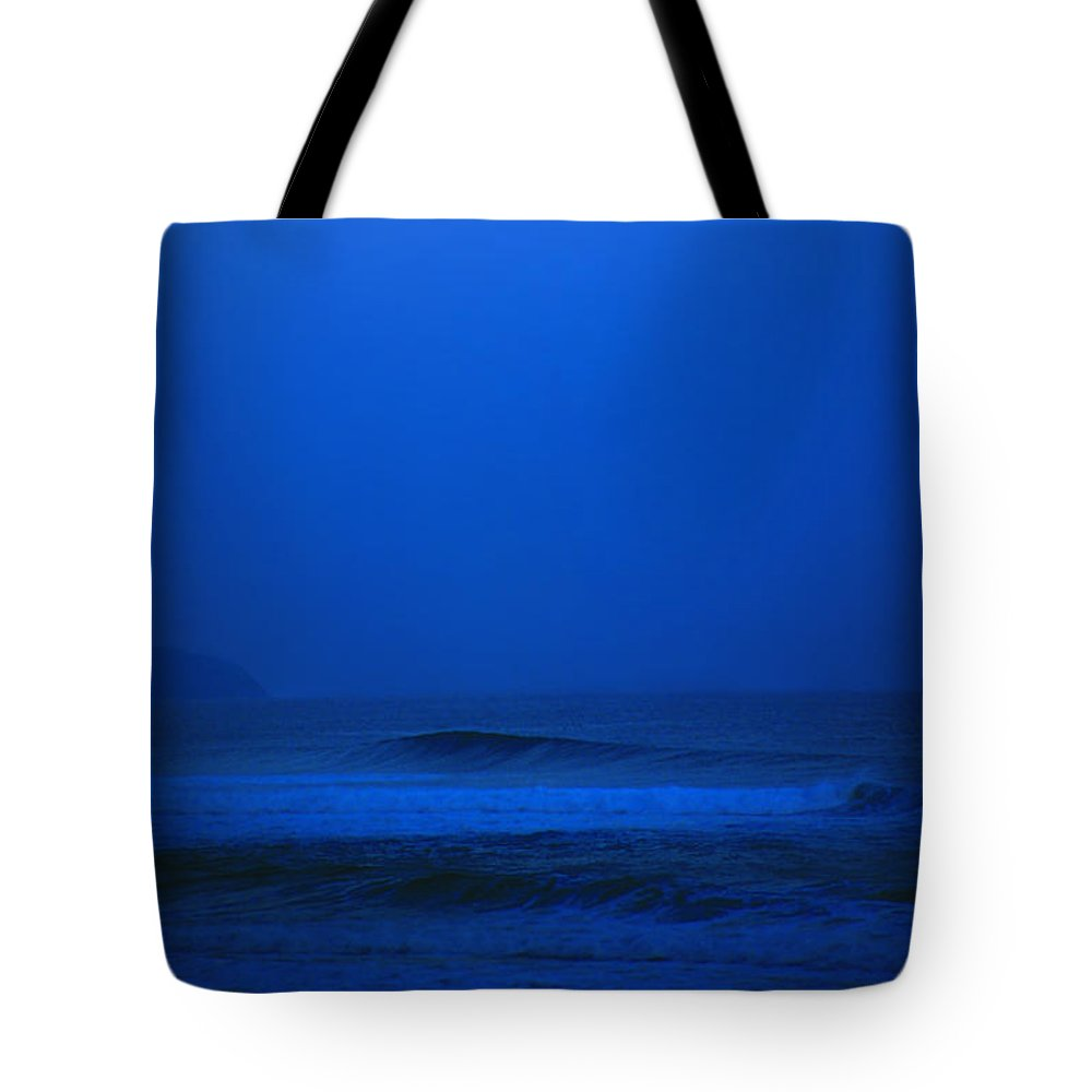 Polihale Beach Tote Bag featuring the photograph Polihale Moon by Kevin Smith