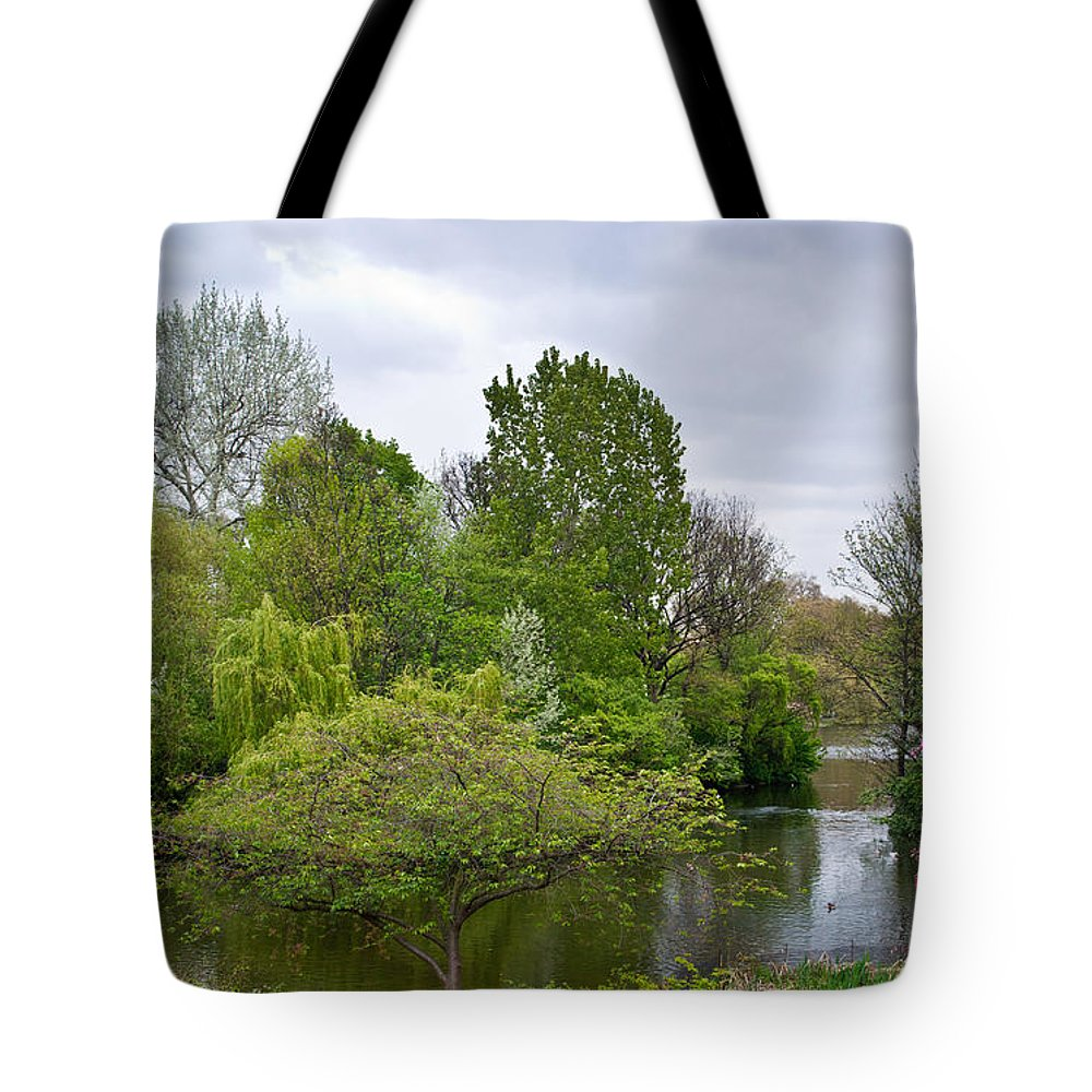 Garden Tote Bag featuring the photograph Pond At Buckingham Palace London by Douglas Barnett