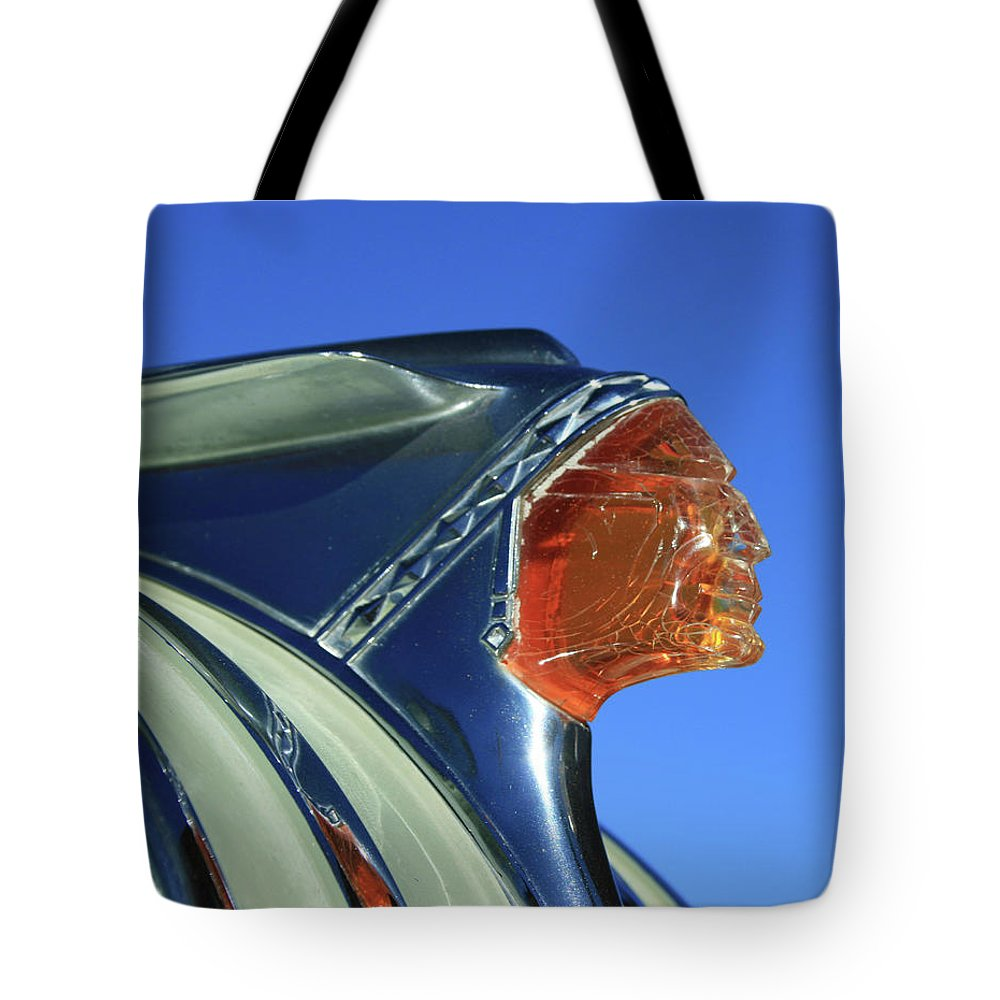 Hood Ornament Tote Bag featuring the photograph Pontiac Chieftian by Tony Baca