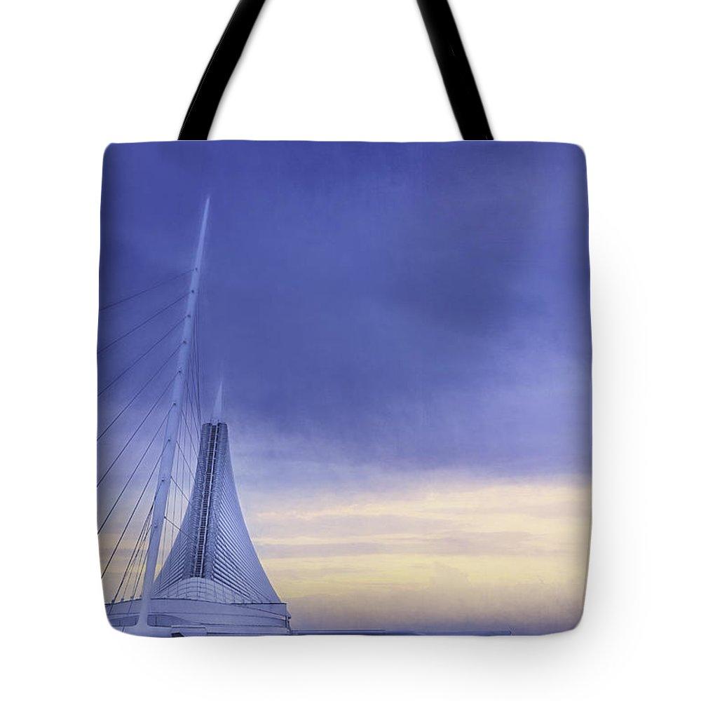 Milwaukee Art Museum Tote Bag featuring the photograph Quadracci Pavilion Sunrise by Scott Norris