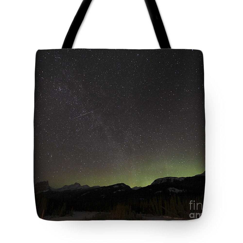 Milky Way Tote Bag featuring the photograph Quadrantid Meteor Shower, Milky Way by Yuichi Takasaka