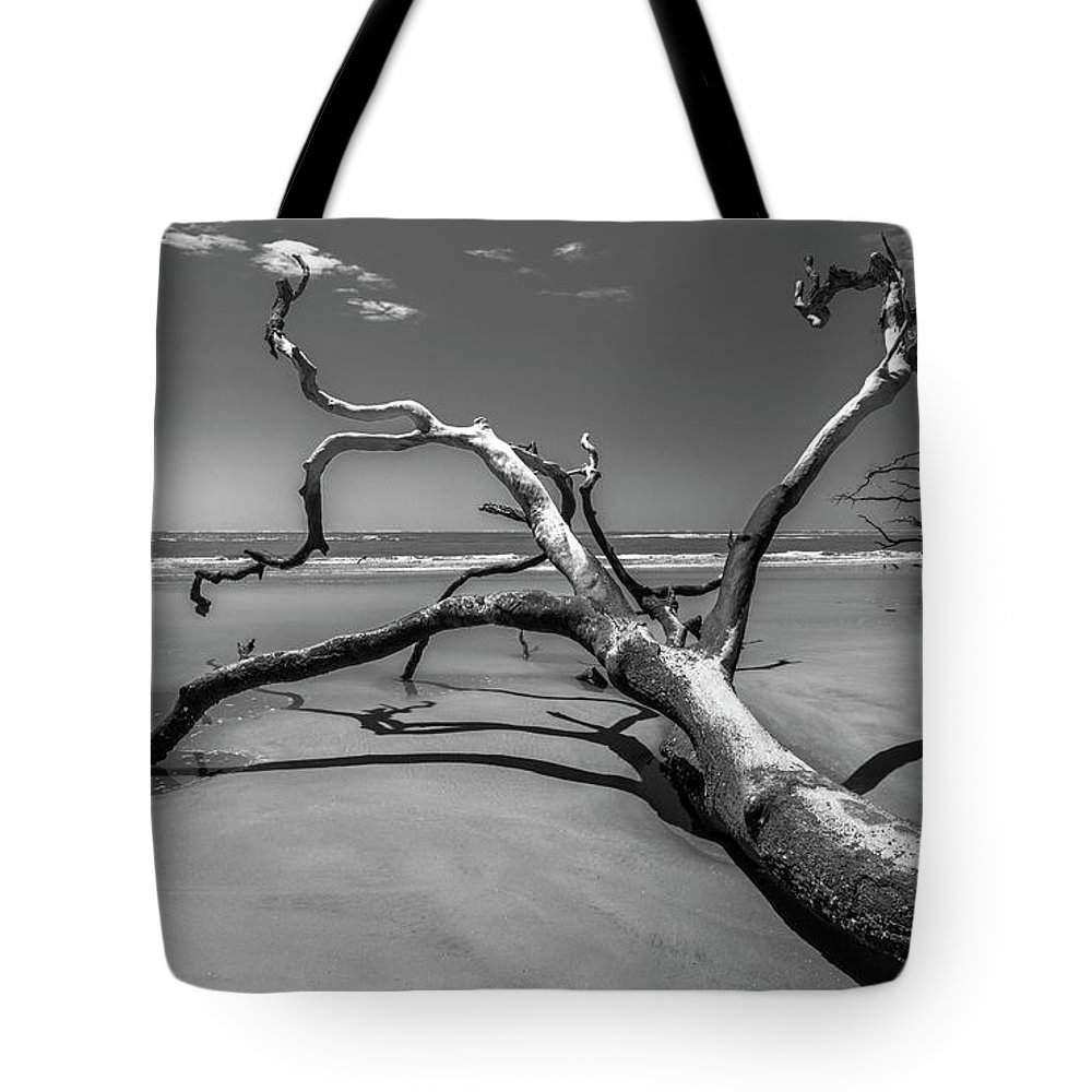 Seascape Tote Bag featuring the photograph Reaching by Ray Silva