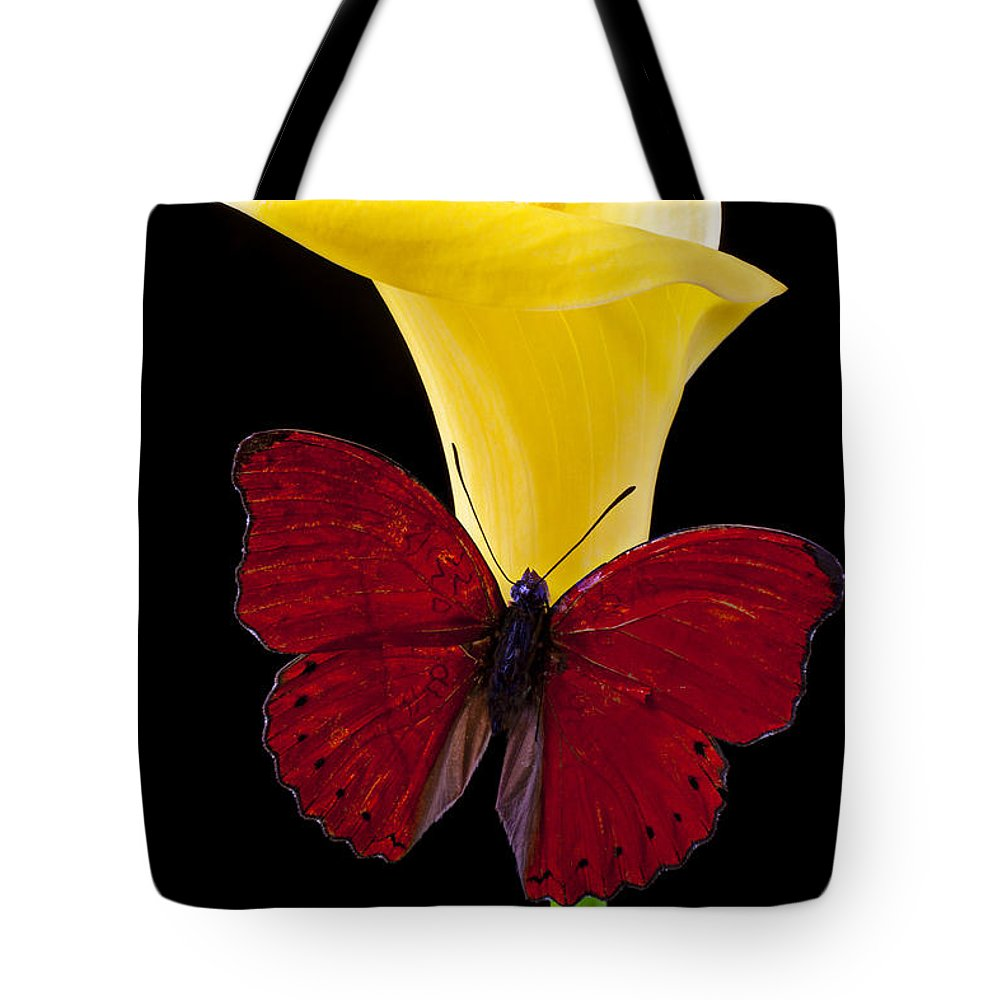 Red Butterfly Tote Bag featuring the photograph Red Butterfly And Calla Lily by Garry Gay