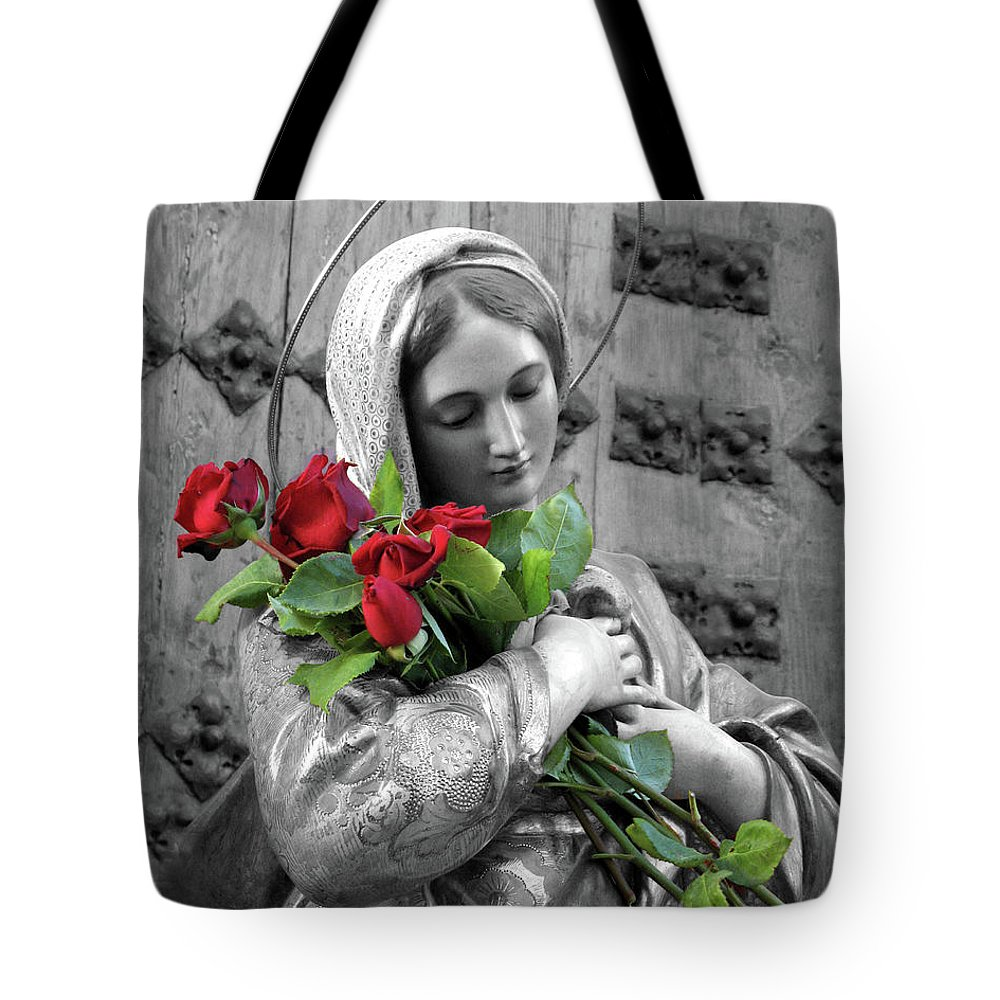 Red Tote Bag featuring the photograph Red Roses by Munir Alawi