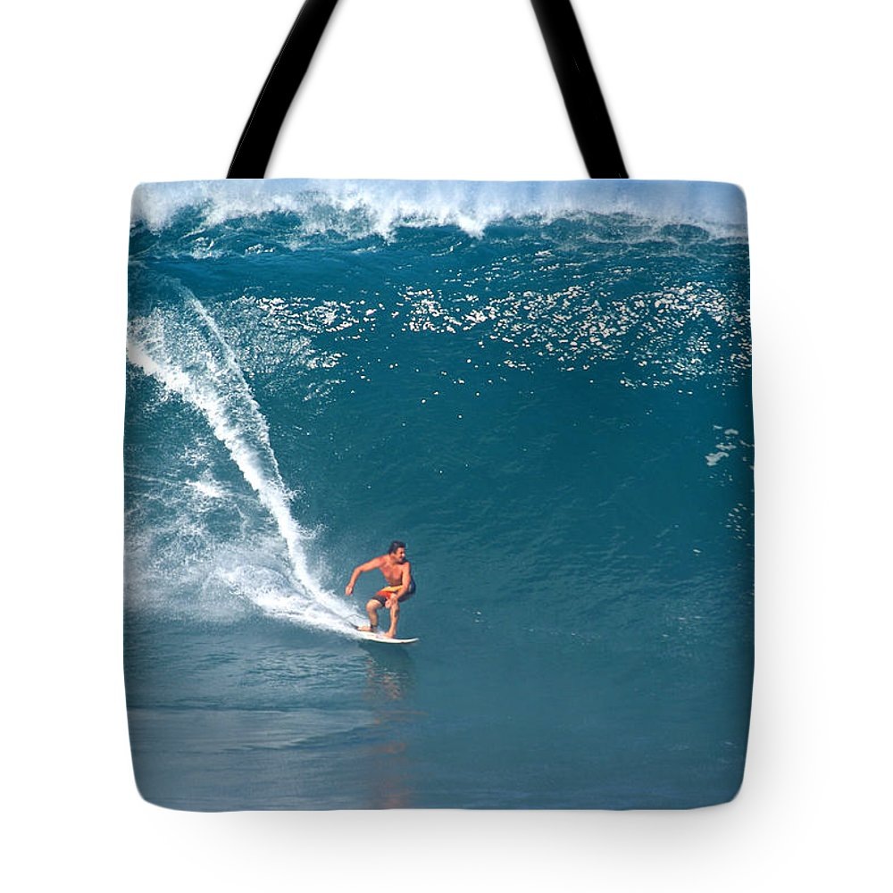 Da Hui Backdoor Shootout Tote Bag featuring the photograph Reef's Madness by Kevin Smith