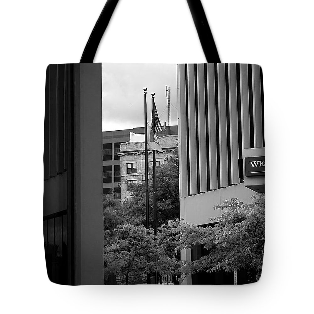 Sioux Falls Tote Bag featuring the photograph Refections Old Glory by Mike Oistad