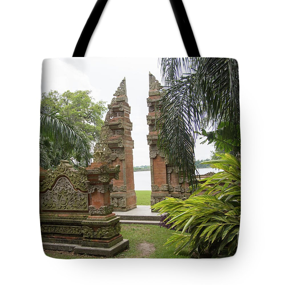 Landscape Tote Bag featuring the photograph Remnants Of The Past Jefferson Island by Chuck Kuhn