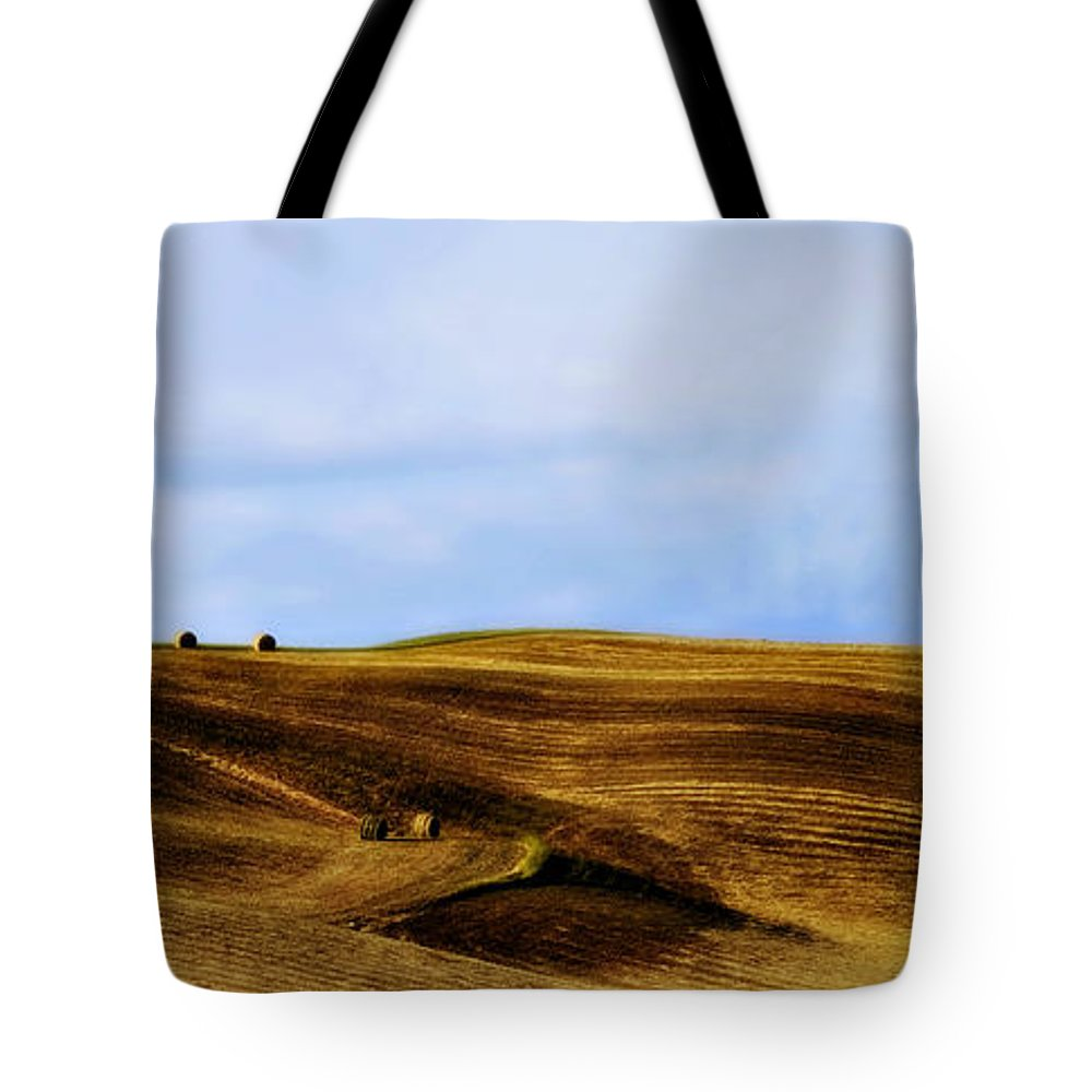 Italy Tote Bag featuring the photograph Rolling Hills Of Hay by Marilyn Hunt