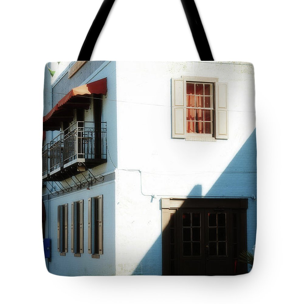 Wright Tote Bag featuring the photograph Roy's by Paulette B Wright