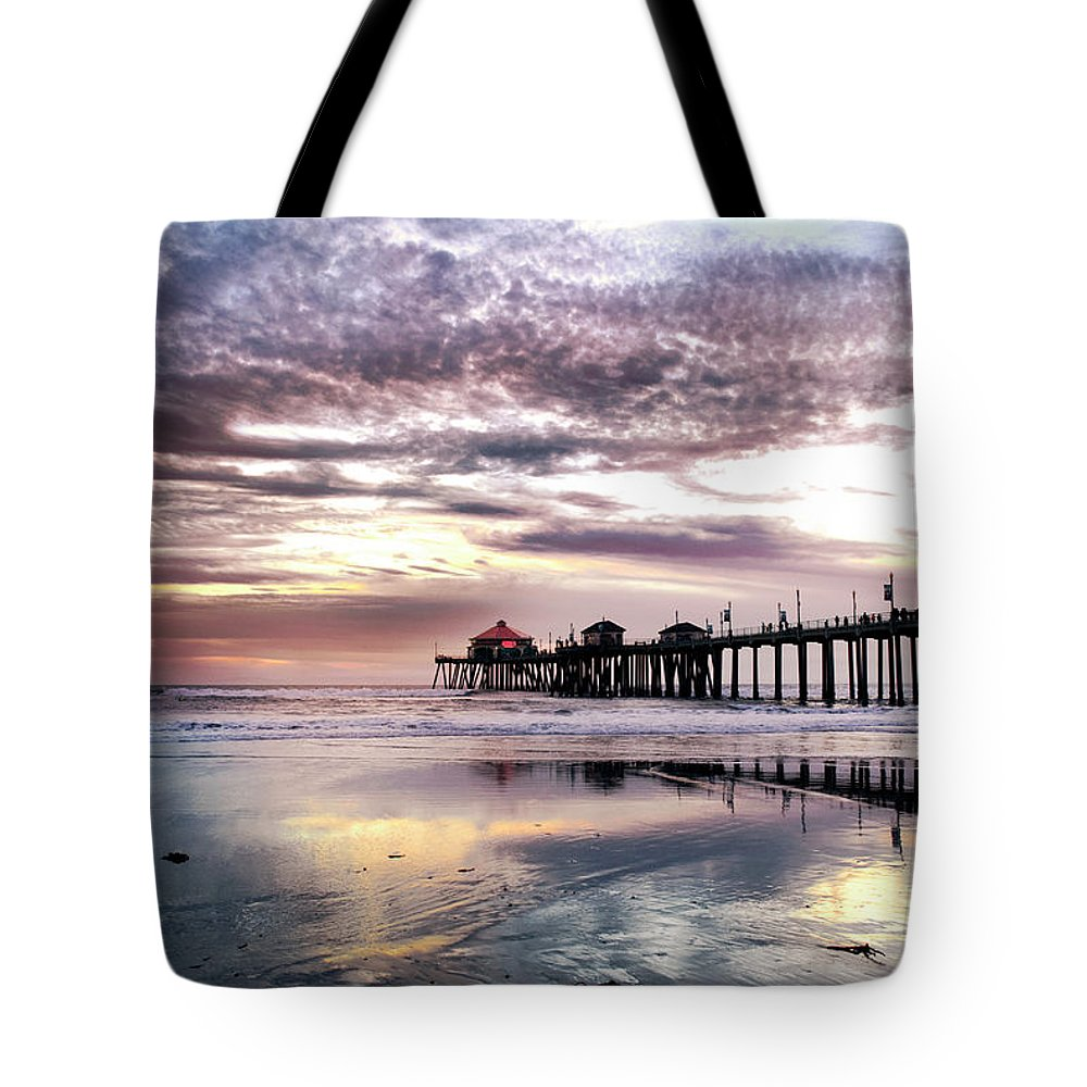 Huntingtonbeach Tote Bag featuring the photograph Ruby's Diner On The Pier by K D Graves